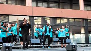 Evry University Gospel - Let our God arise PSALM 68 (Kurt Carr) - Concert à Evry 29-05-2012 4/16