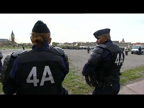 France sends police reinforcements to Calais