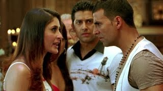 Akshay Kumar kisses Kareena forcibly | Kambakkht Ishq