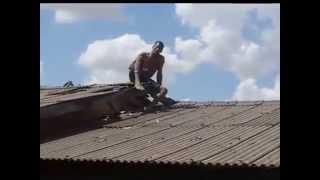 Sorriso: Veja flagrante de prisão de elemento que cai de telhado em residência