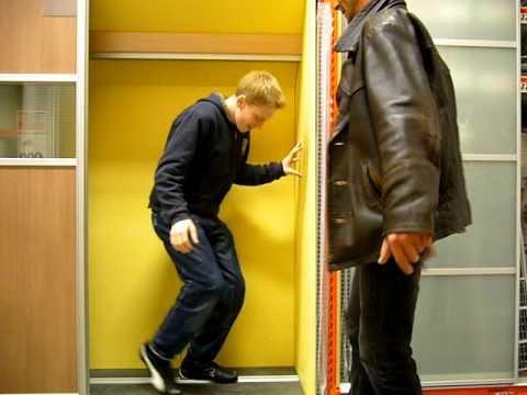 zaubertrick menschen verschwinden lassen youtube. Black Bedroom Furniture Sets. Home Design Ideas