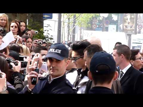 14.04.10 Paris – Signing