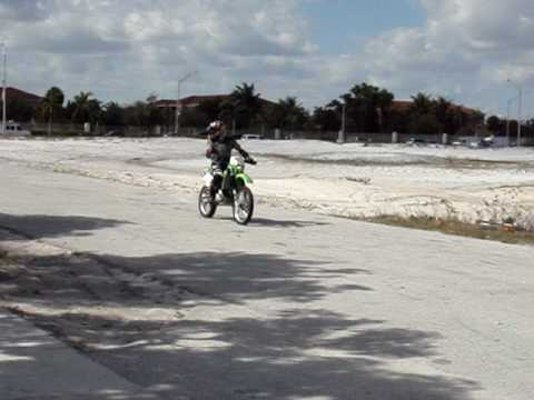 Wheely Kawasaki kdx 220 R Video