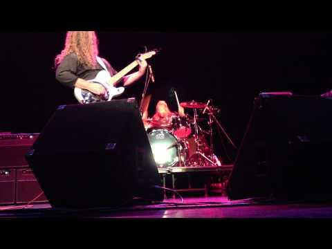 Michael Lee Firkins plays Black Sabbath's 'War Pigs'