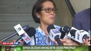 Esposa de César Sánchez entre socios principales de centro médico donde está interno