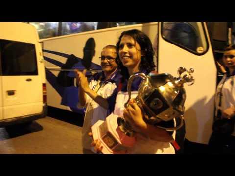 احتفال فريق الأمل الصويري لكرة السلة سيدات بعد تتويج بكأس العرش 2015