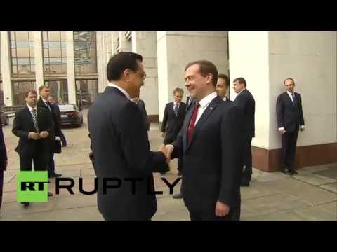 Russia: Medvedev and Keqiang discuss groundbreaking new pipeline
