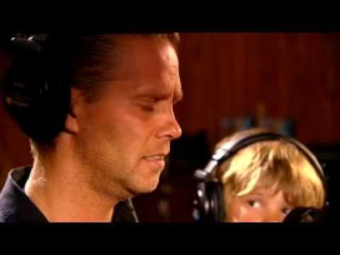 Danny de Munk & Dave Dekker - Laat ons niet alleen (Official video)