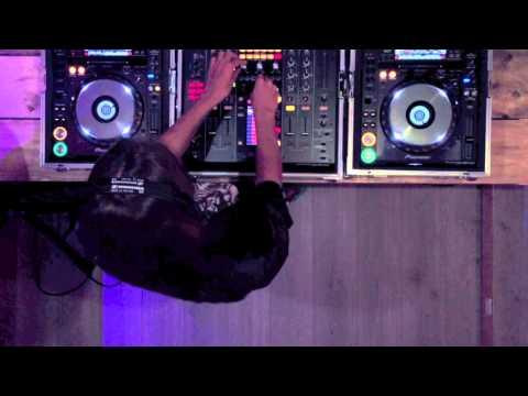 Chelina Manuhutu - Freak Music Live Set