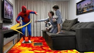 CHÃO É LAVA HOMEM ARANHA SALVA SURPRIZAMALS - THE FLOOR IS LAVA WITH SPIDER MAN