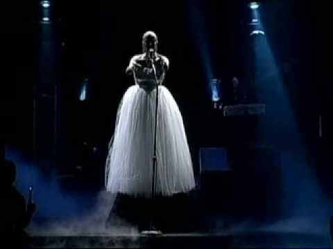 No llores por mí Argentina, Valeria Lynch (A.  Lloyd Webber)