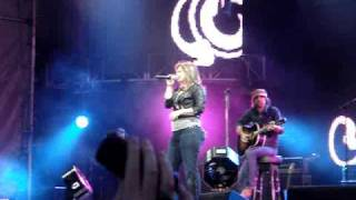 Kelly Clarkson - Because Of You LIVE [HQ]