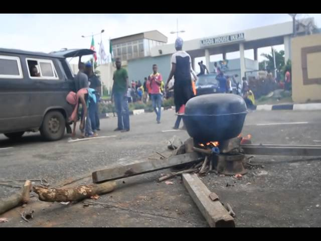 LASU students cooking in front of Lagos state office - Sodiq Adelakun