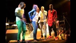 Yacine interprète les paroles de Baï Babu