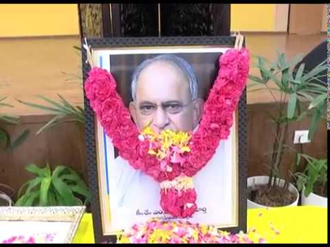 FLORAL TRIBUTES TO SRI M V S MURTHY, MLC BY AP CM & OTHERS AT PRAJAVEDIKA ON 03102018