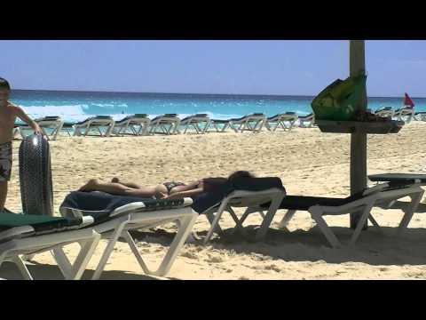 Cancun, Mexico - Na Plazi Caribic Oceanu Pred Hotelom