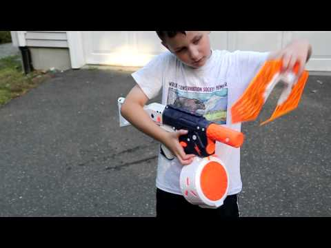 Super Soaker Lightning Storm and Electro Storm Water Gun Review.  New for 2012 from Hasbro/Nerf