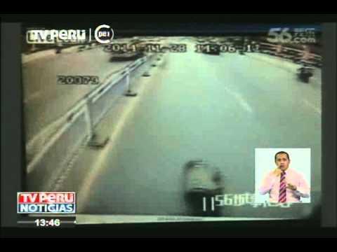 Mujer intenta suicidarse lanzandose a un bus