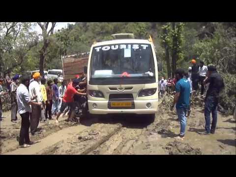UTTRAKHAND LANDSLIDE - hemkunt sahib yatris clear road for traffic