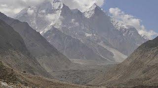 Gaumukh ( gomukh ) trek: River Ganges ( ganga )