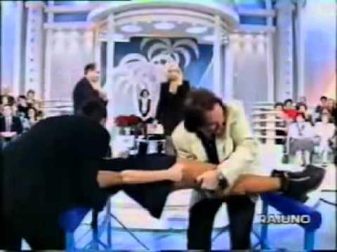 Giucas Casella ipnotizza Jo Squillo e Sabrina Salerno