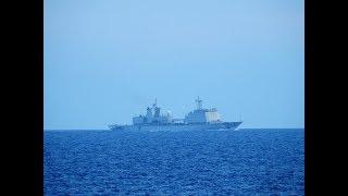Tàu quân sự xuất hiện tại khu vực Trường Sa