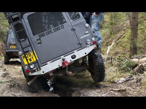 Land Rovers doing Bala Forest Adventure off-road 4x4 driving with the Lowrangers