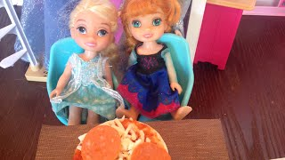 Pizza time! Anya and elsya make pizza- pizza night with Anna and Elsa!