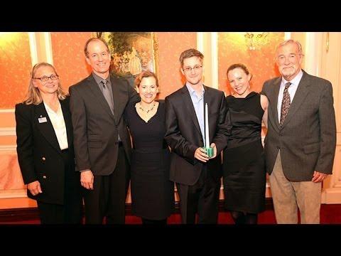 Edward Snowden rompe el silencio y se reúne con su padre en Moscú