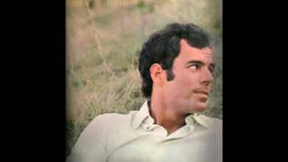 Watch Julio Iglesias Cuidado Amor video