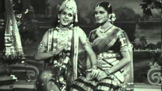 Vedhala Ulagam - Aadum Mayil Paadum Kuyil Song