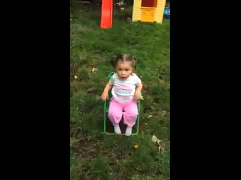 Little girl doing the ice bucket challenge (FUNNY)