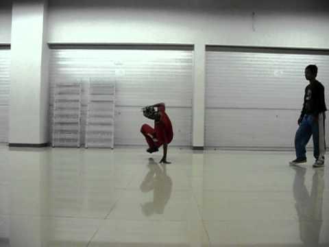 Batam Breakdancer Hotspot Jr.Lv 3(b-boy Rahman vs B-boy Ari)