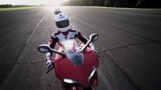 200mph Drag Race: Porsche GT2 RS v. Ducati 1199 Panigale - /CHRIS HARRIS ON CARS