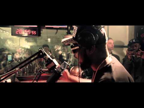 MAITRE GIMS - LIVE  PLANETE RAP 