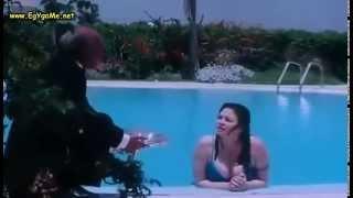 فضيحة الهام شاهين  ظهور صدرها فى حمام السباحة