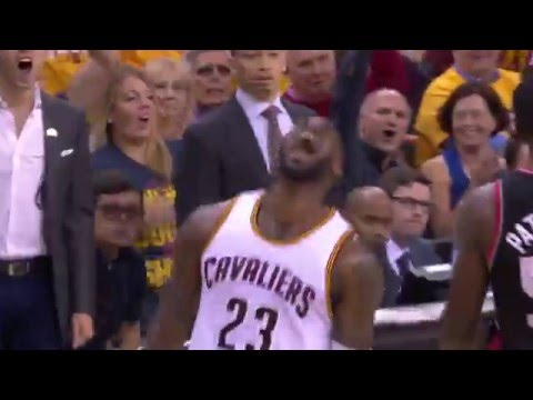 LeBron James Slams Down the Tomahawk Dunk