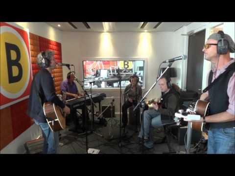 The Old Brown Shoes (Beatles Tribute) live acoustic at Omroep Brabant Radio