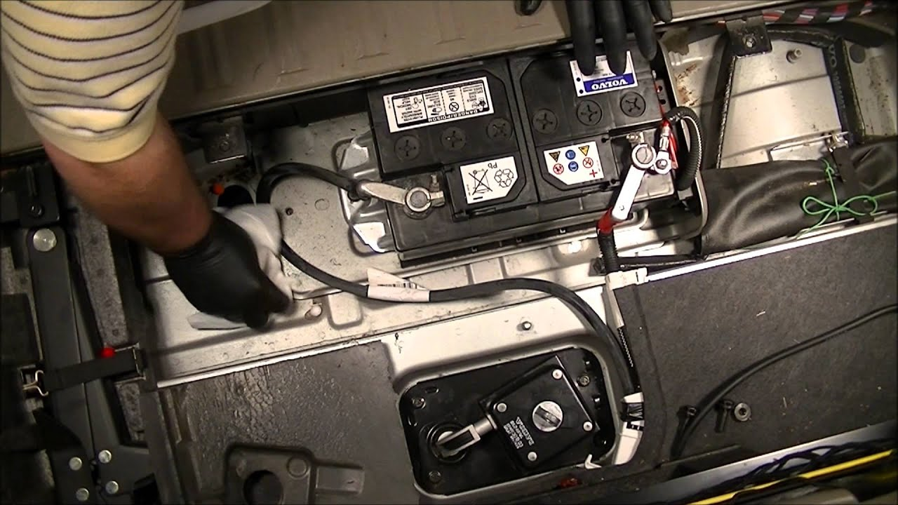 2004 Volvo Xc90 2 5l Fwd How To Change The Battery Youtube