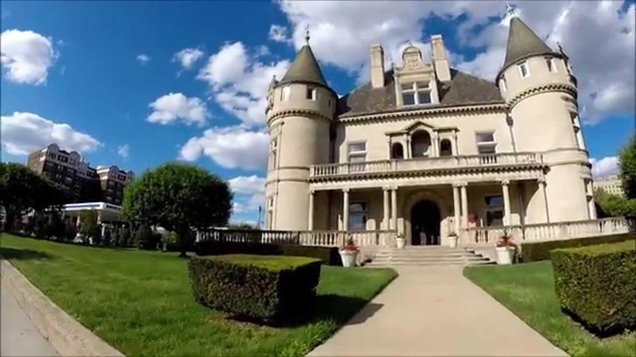 Hecker smiley mansion one of detroit 39 s greatest mansions for Mansion estates for sale