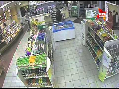 Полицейский зашел купить воды и задержал вооруженного грабителя