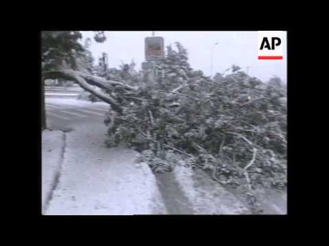 ISRAEL: JERUSALEM: SNOW FALL CAUSES DISRUPTION IN CITY