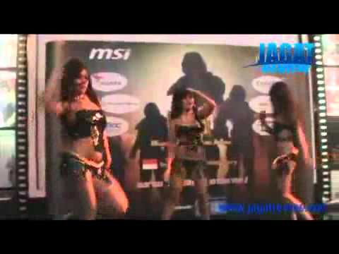 Amnesia Sexy Dancer At The Opening Ceremony Of Msi Moa 2010 Indonesian Qualifier.avi video