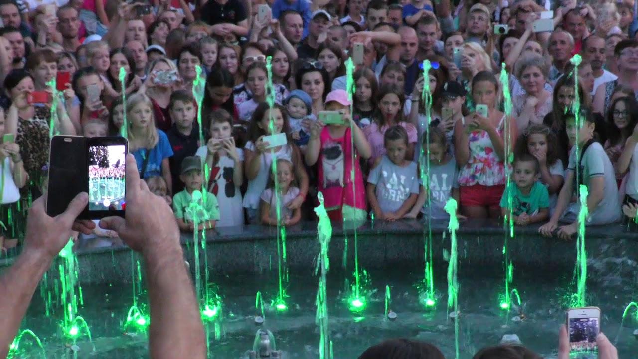 У Калуші офіційно засяяв і заграв новий фонтан