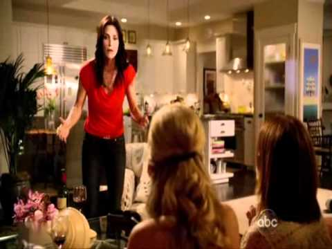 Cougar Town: Laurie is hanging up for Jules