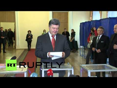 Ukraine: Watch Poroshenko cast his vote for