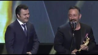 Cem Yılmaz 2016 Sadri Alışık Ödül Töreninde Yaptığı Mini Stand-Up'la Yine Güldü-Geçirdi
