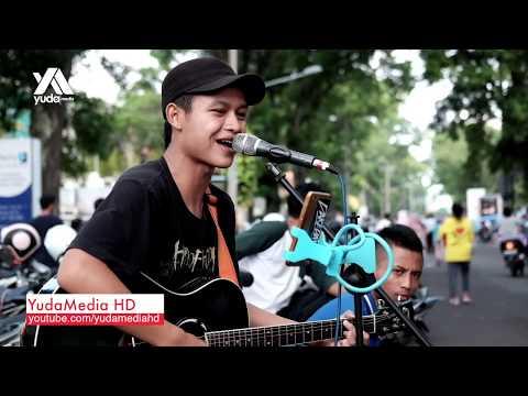 download lagu Penantian - Armada (Cover Pengamen Jalanan Malang Galau) gratis