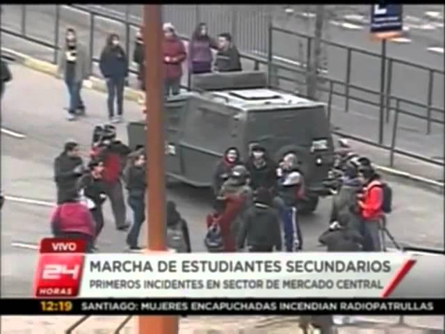 Derriban a carabinera de Fuerzas Especiales durante manifestaciones