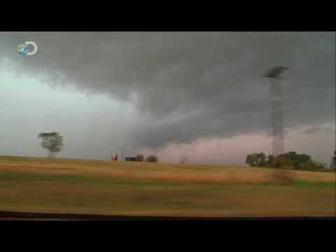 Storm Chasers - Season Premiere - Fixing For A Twister